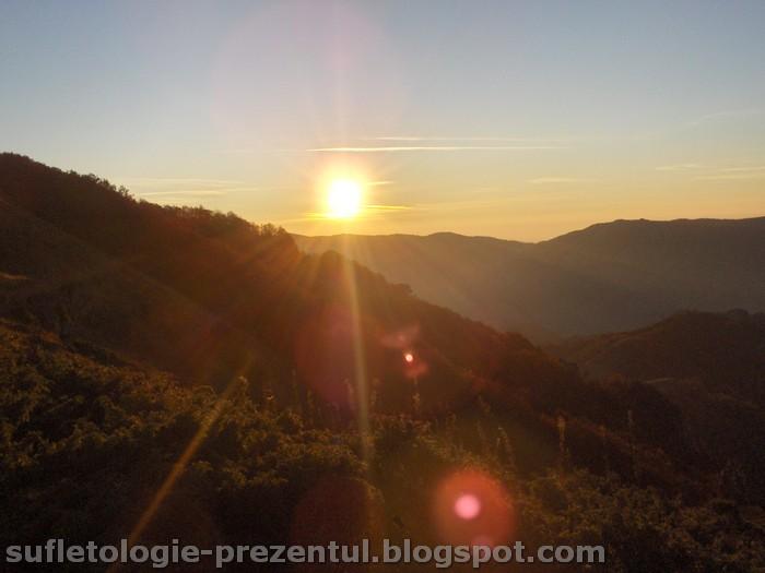 /Retezat/hpim0961-_rasarit_sub_arjana-_foto_ionel.jpg