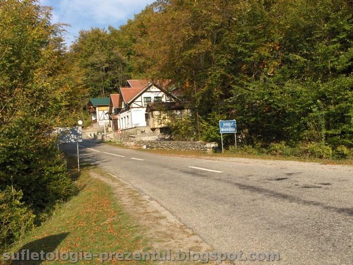 /Retezat/hpim1046-_motel_dumbrava_langa_podul_tasnei.jpg