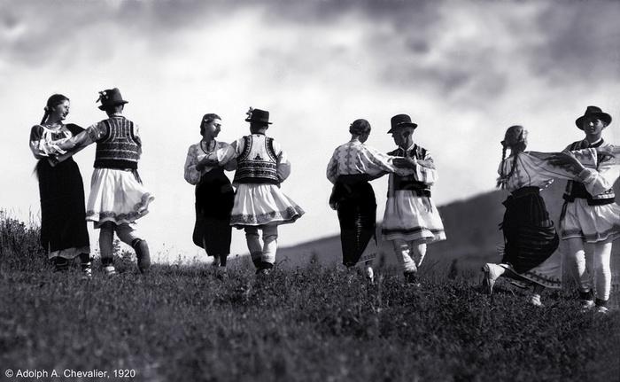 /Toponimie/s__rb__toarea_muntelui._foto_adolph_a._chevalier__1920.jpg