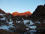 Rasaritul la lacul Caltun... Negoiu, fiind cel mai inalt, e primul luminat de razele soarelui...