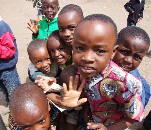 /KILIMANJARO/3._zambete_si_salutari_din_africa.jpg