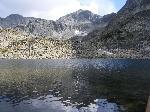 Vârful Musala se oglindeºte În apele lacului Lekovo