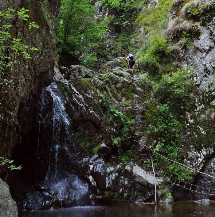 Muntele fruntii revenire in valea lui stan 06 07 august for Cascada par