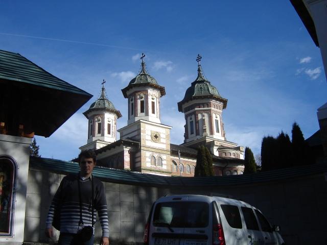 /Bucegi/eu_manastirea_sinaia1.jpg