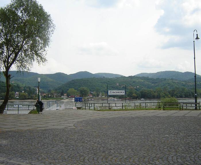/Visegrad/visegrad_mountains_from_nagymaros.jpg