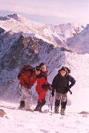 pe creasta fagarasului in  2003 de ziua lu' sarpe (Diana, Alex si bineinteles EU :d)