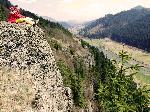 Aflata chiar la marginea Defileul Muresului (sat Neagra) stanca Soimilor permita turistului o splendida vedere asupra vaii Muresului cat si spre m-tii Gurghiului