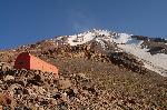 Refugiul Abbas Saleh (4010 m.) si spre varf
