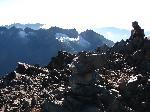 Pe Vf. Margherita, vedere spre Mount Speke cu Vf. Vittorio Emanuele (4890 m.), Ghetarul Speke si Vf. Johnston (4834 m.)