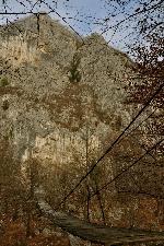 Podul peste Nera ce duce spre SĂŁlașul lui Vogiun.