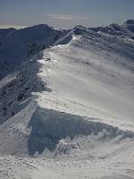 Cornișe spre Stoinița, vedere de sub Cârja.