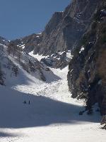 Valea AlbĂŁ vĂŁzutĂŁ de puțin maik sus de La VerdeațĂŁ.